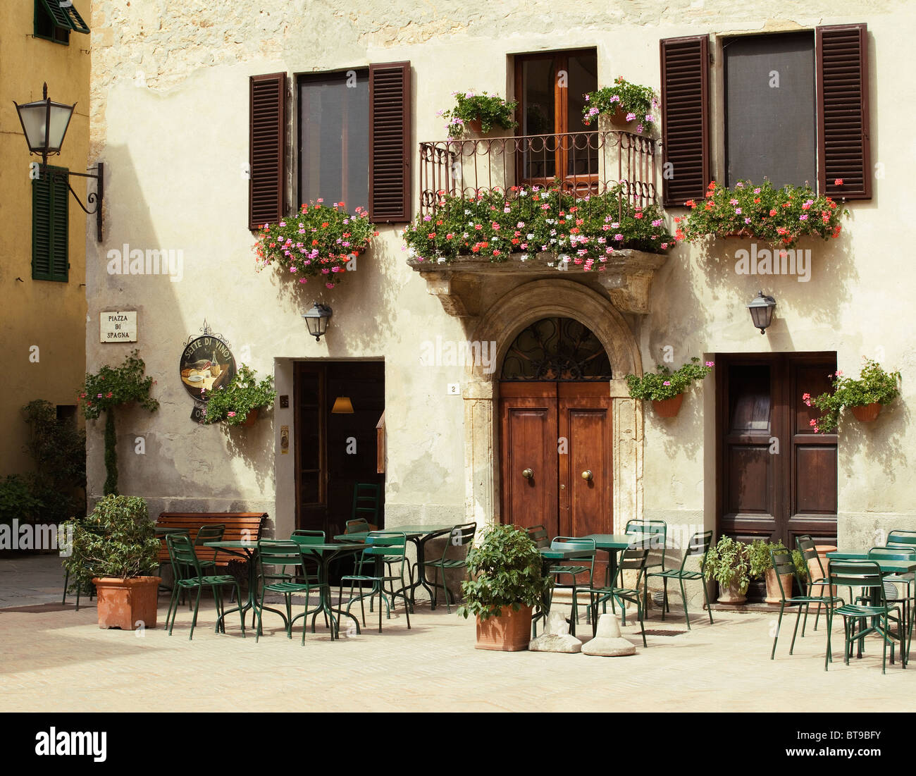 Pienza, showing outdoor cafe / resturant with balcony - Tuscany,  Italy - Stock Image