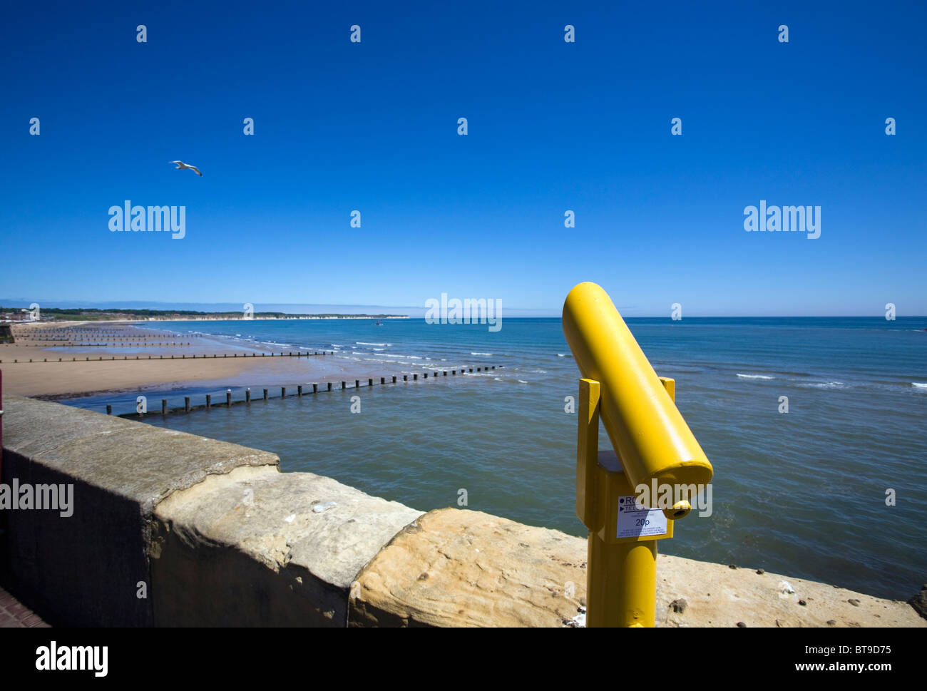 Telescope on the seafront at Bridlington - Stock Image