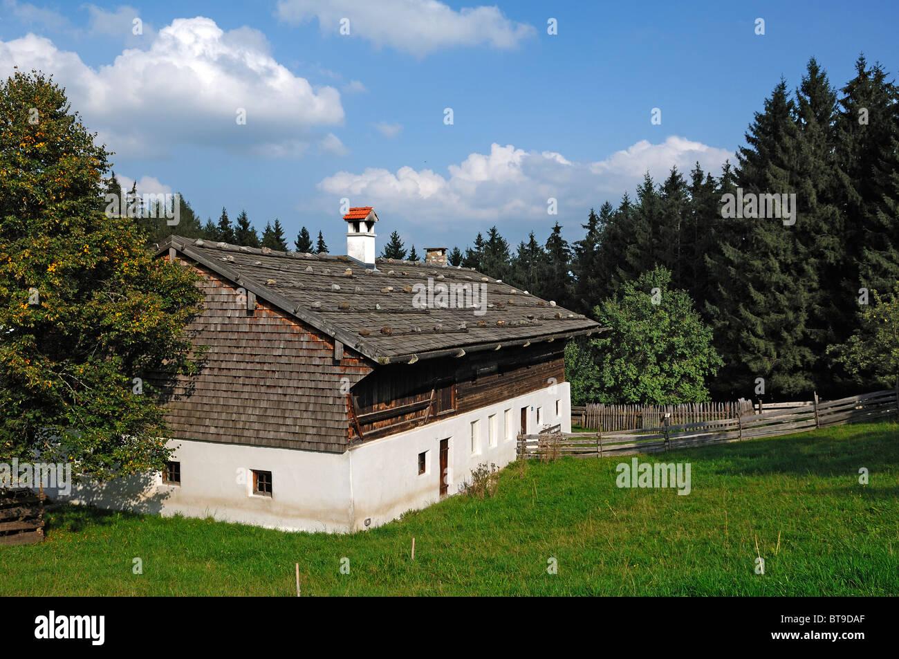 Residential house of a four-sided farm from Tyrlaching, Landkreis Altoetting region, built in 1566, Glentleiten - Stock Image