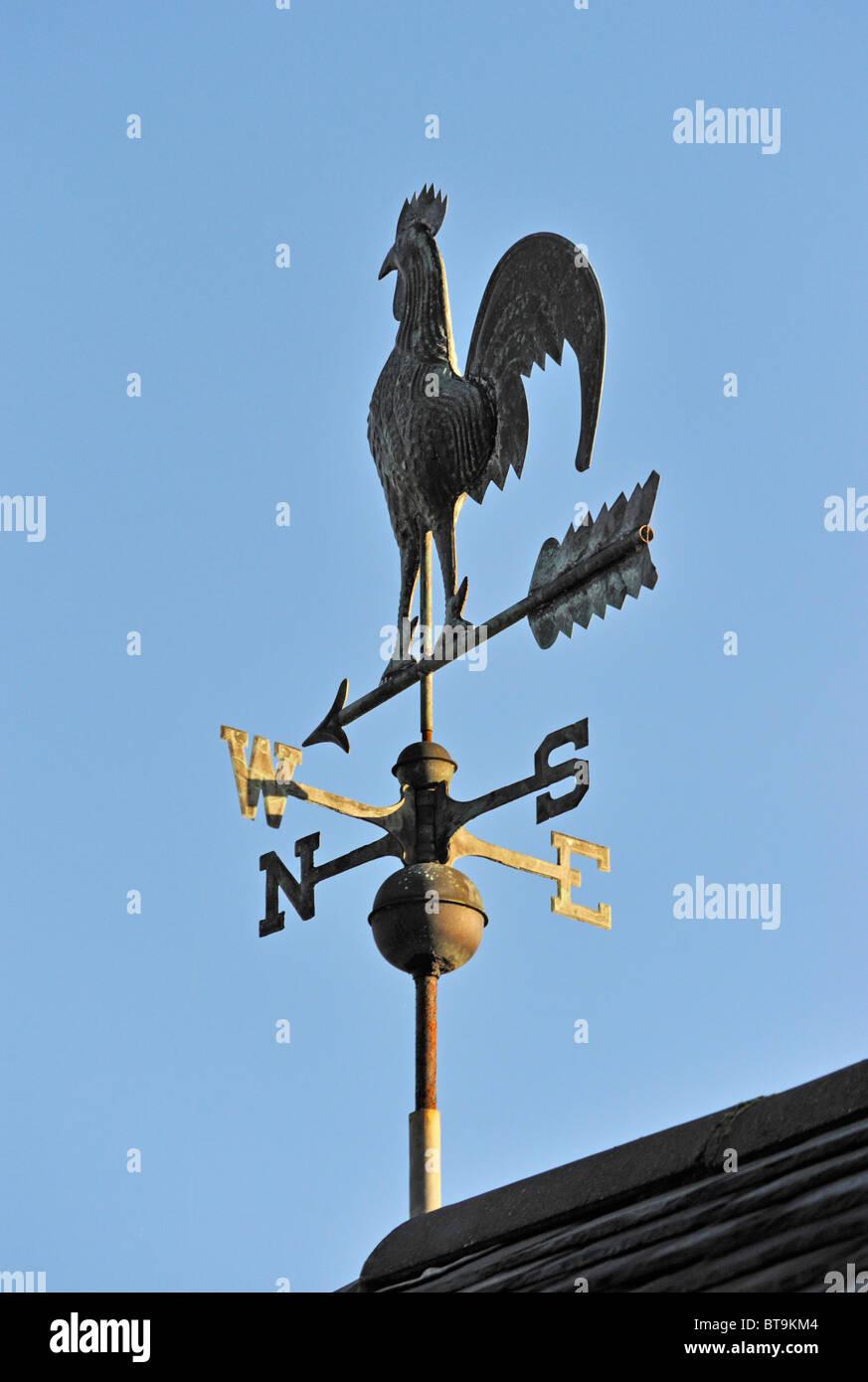 Cockerel weathervane. Garth Heads, Kendal, Cumbria, England, United Kingdom, Europe. - Stock Image