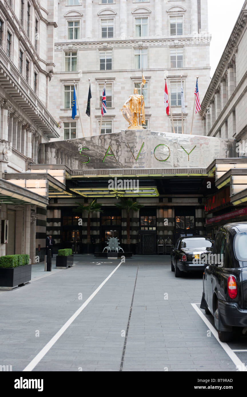 The Strand entrance to the Savoy Hotel, London, a few days after it re-opened after a £220M 3 year refurbishment - Stock Image