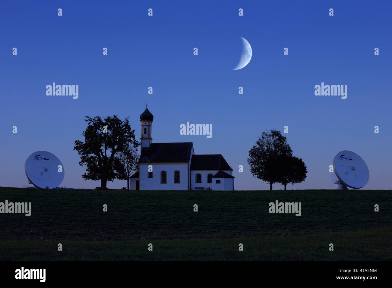 Earth station, parabolic aerial, pilgrimage church St. Johannes, Raisting, Bavaria, Germany, Europe - Stock Image