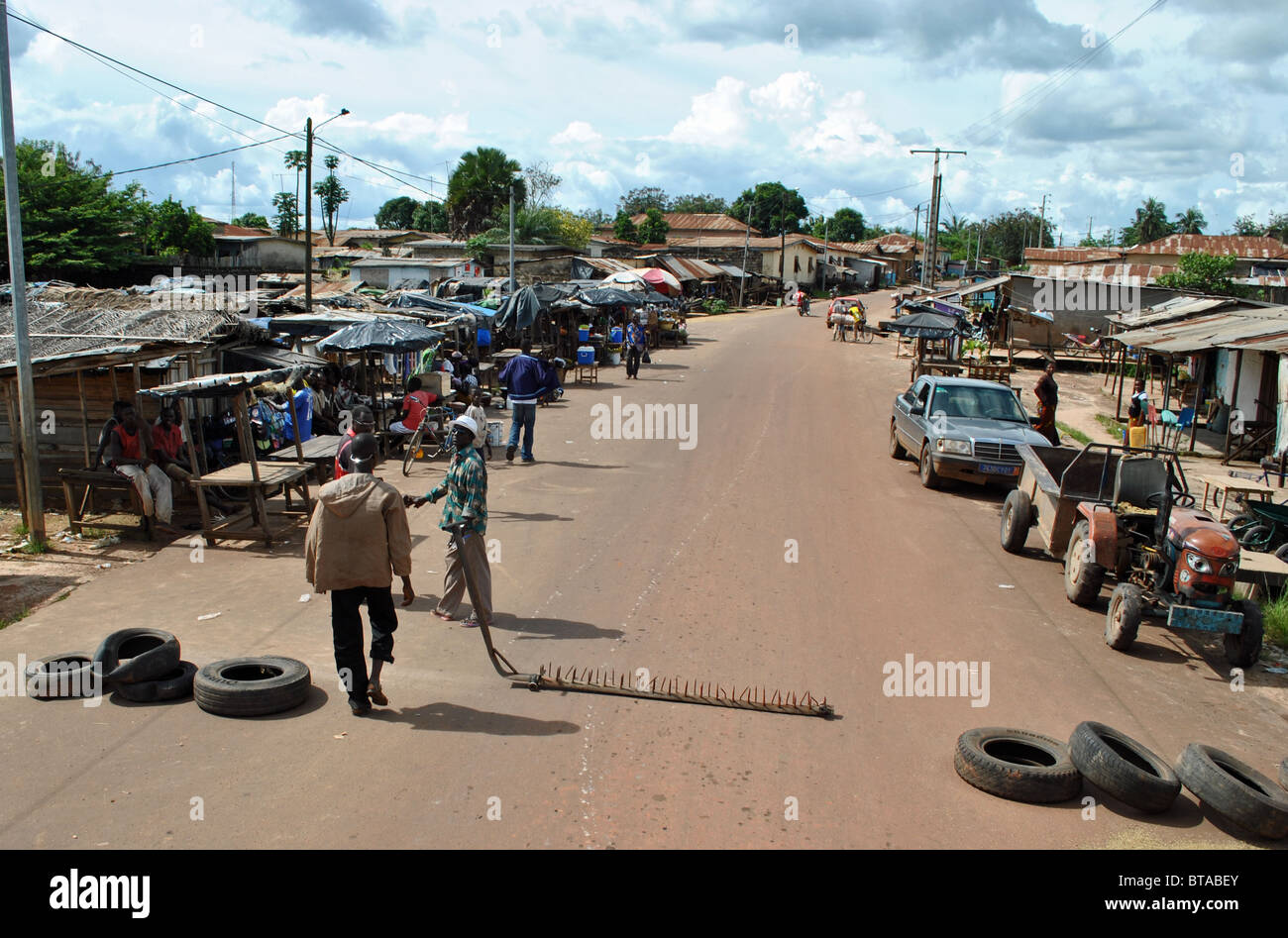 Roadblock in Guiglo, western Ivory Coast, West Africa. - Stock Image
