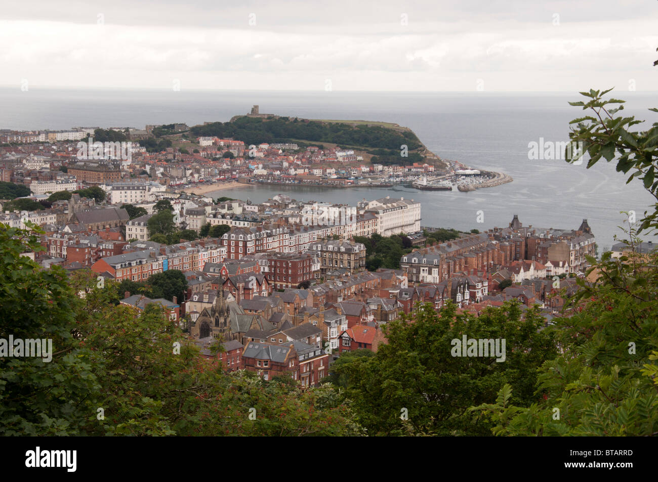 Wide shot of Scarborough taken from Olivers Mount. - Stock Image