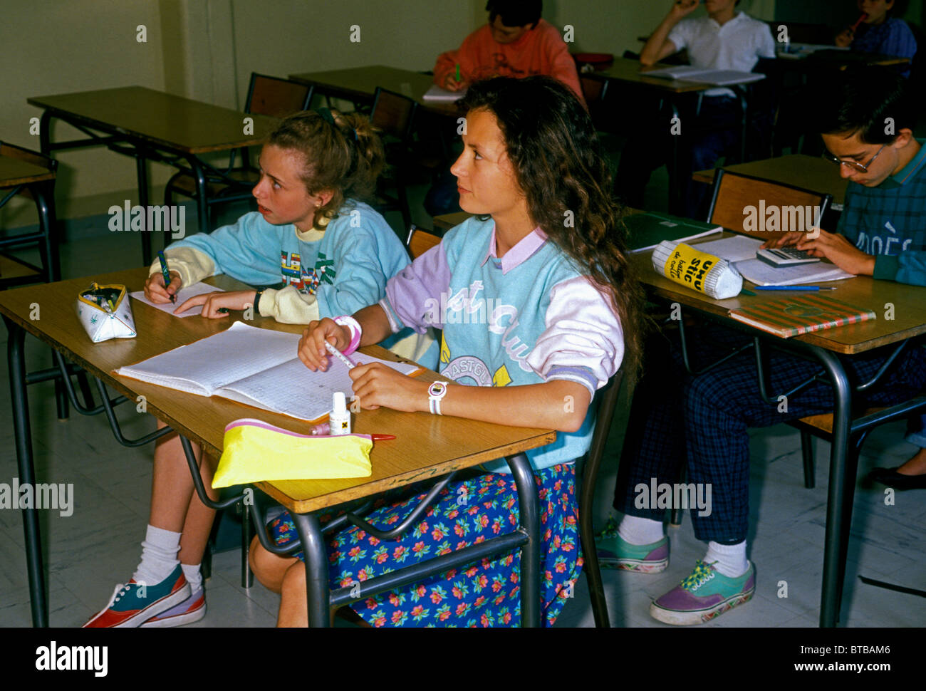 French students, students, French girls, girls, teens, teenage girls, classroom, school, Verneuil-sur-Seine, Ile - Stock Image