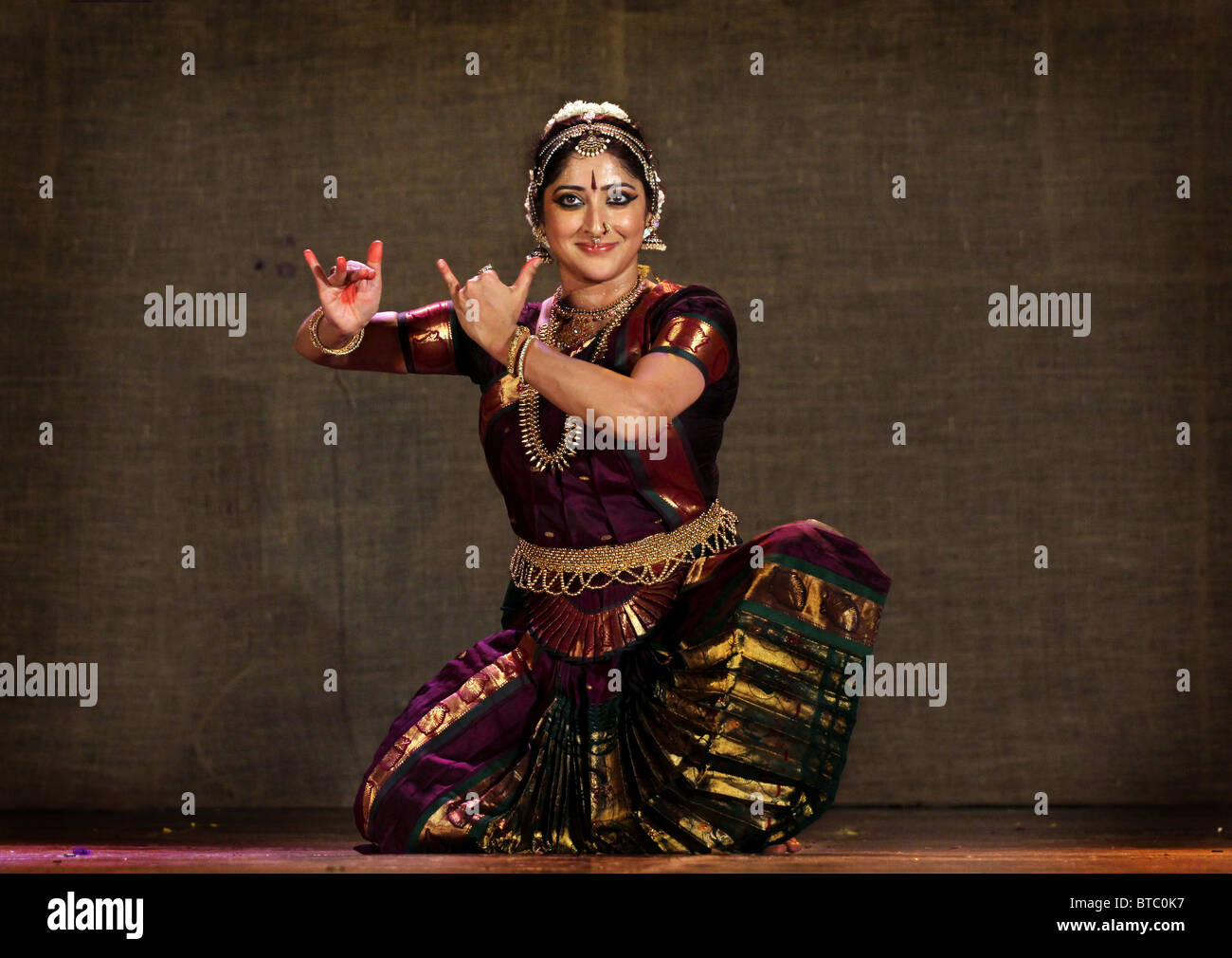 Bharatanatyam Classical Dance High Resolution Stock Photography And Images Alamy