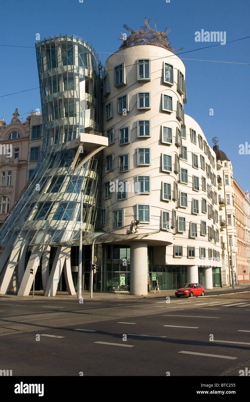 Elk188-1930v Czech Republic, Prague, Dancing Buildings, Astaire & Rodgers Bldg, Frank Gehry, architect, 1996 - Stock Image