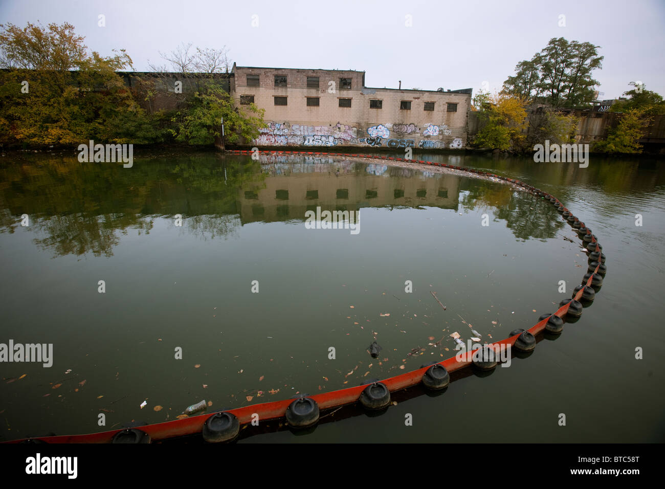 A boom to contain debris in the Bronx River from flowing into Long Island Sound is seen at Concrete Plant Park in - Stock Image