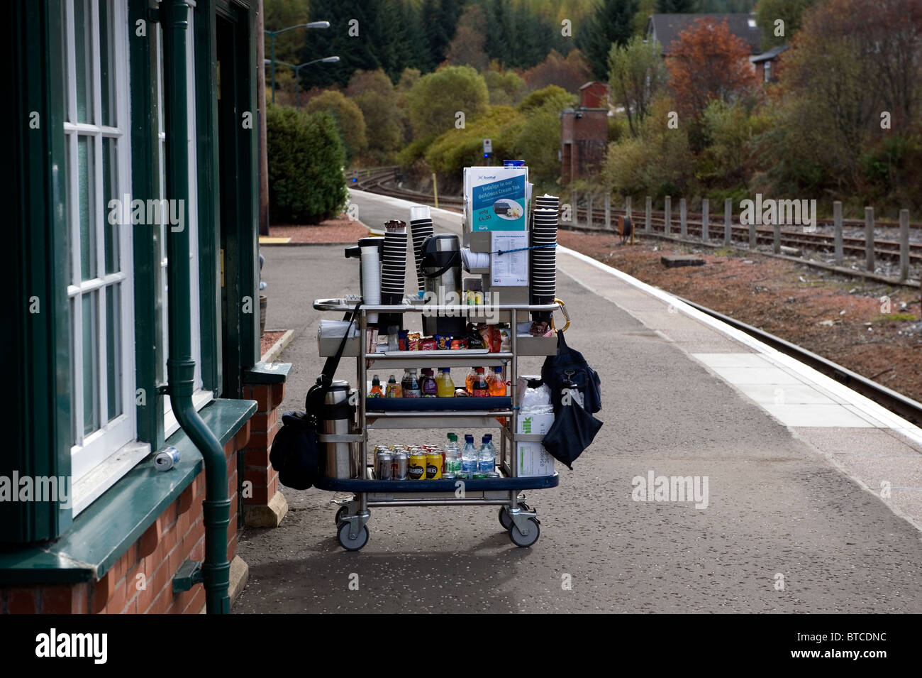 Crianlarich station on the ScotRail route in Scotland. Refreshments to be loaded aboard train. - Stock Image