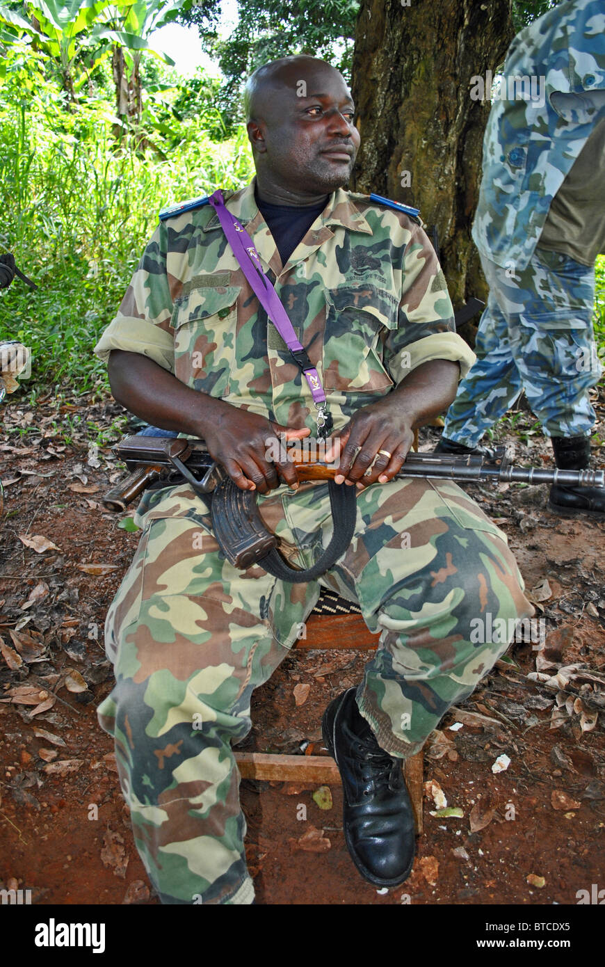 Soldiers man a roadblock outside Guiglo, Ivory Coast, West Africa - Stock Image