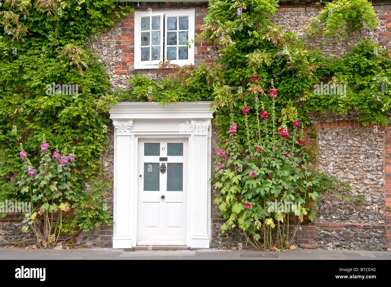 Front door of an old house in Oxfordshire; Eingangstür eines alten englischen Hauses Stock Photo