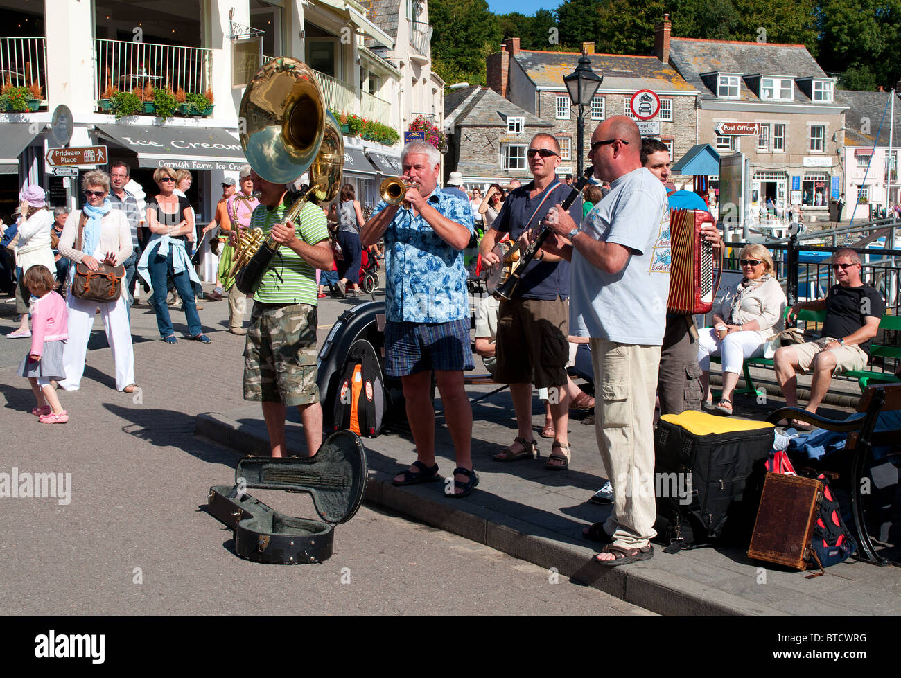 Buskers on the Harbour at Padstow in Cornwall, UK - Stock Image