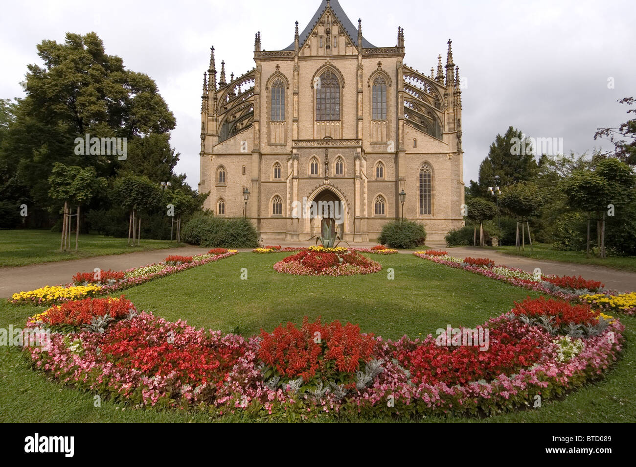 Elk188-2088 Czech Republic, Kutna Hora, St Barbara Cathedral, 1380-1900, garden - Stock Image
