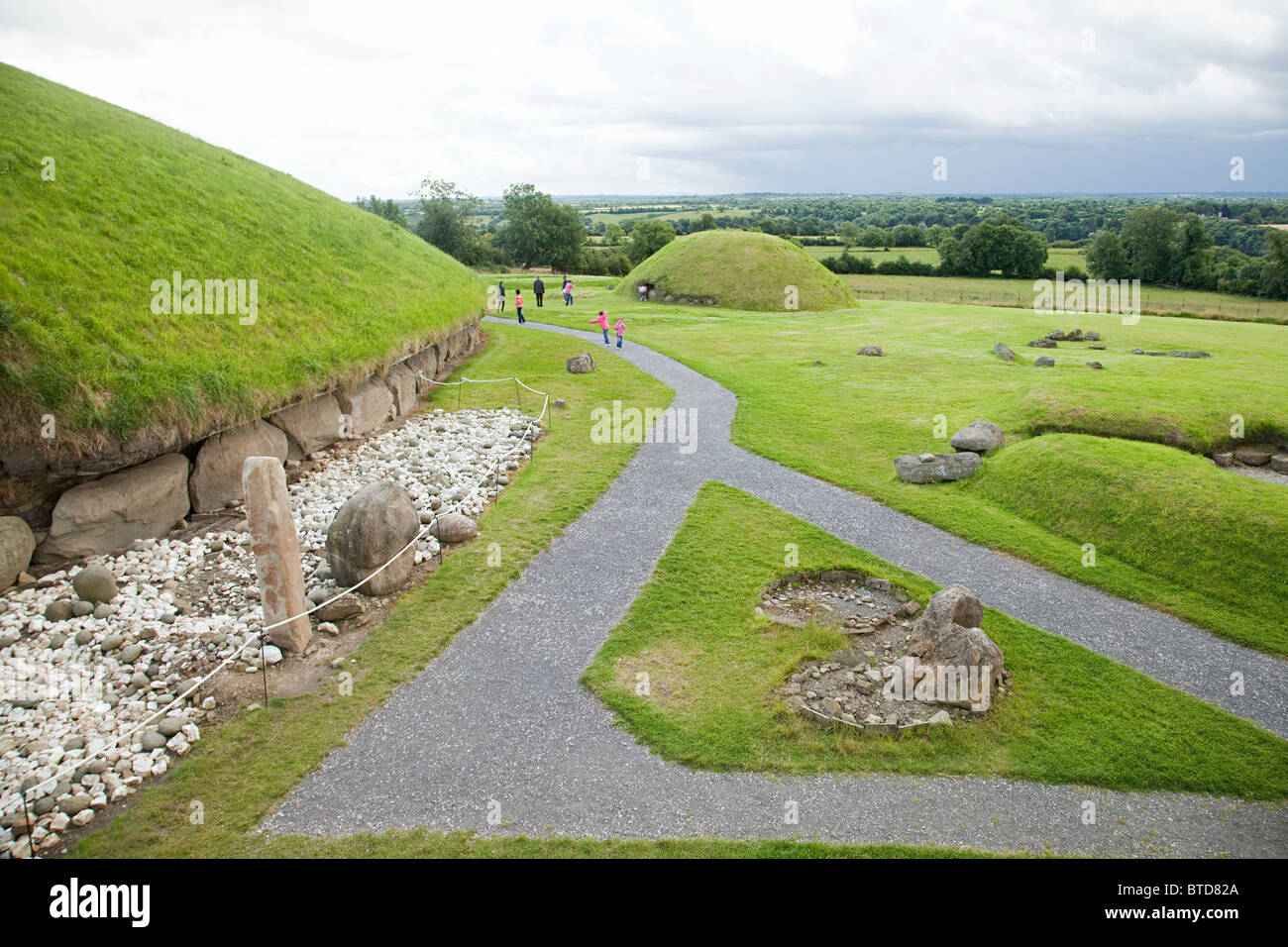Knowth passage tomb complex, Bru Na Boinne, Ireland - Stock Image