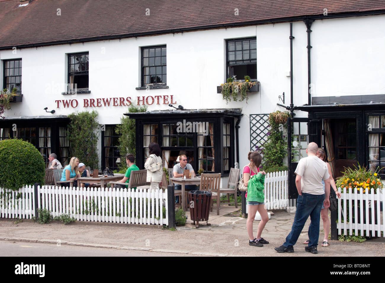 Two Brewers Hotel & Pub  - Chipperfield Village - Hertfordshire - Stock Image