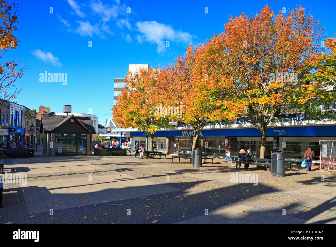 Autumn trees on a pedestrian precinct, Burnley, Lancashire, England, UK. - Stock Image