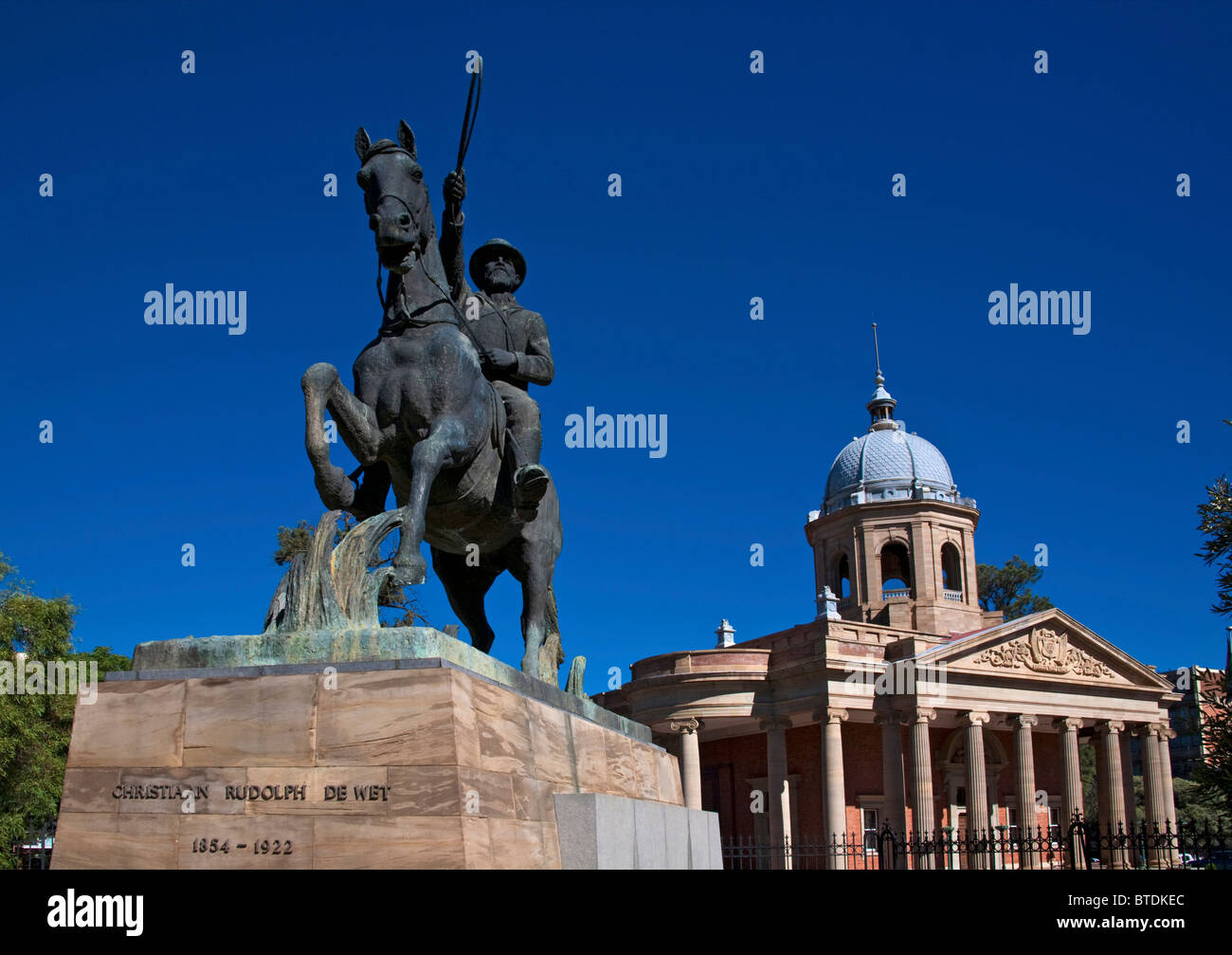 Statue of boer leader Christiaan Rudolph de Wet at  the 4th Raadsaal, the Parliament of the Boer Republic - Stock Image