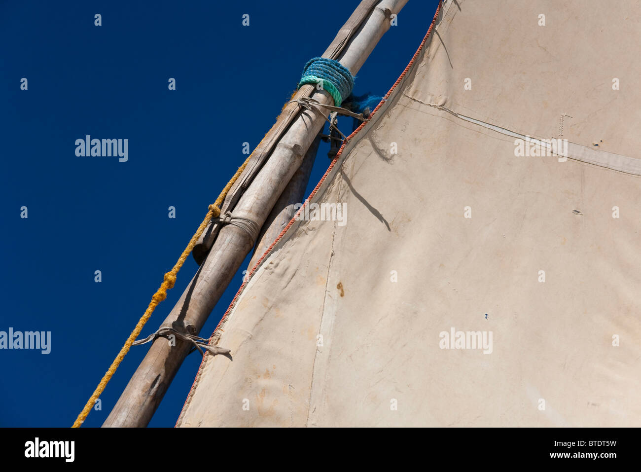 Canvas sail attached to the mast of a dhow - Stock Image