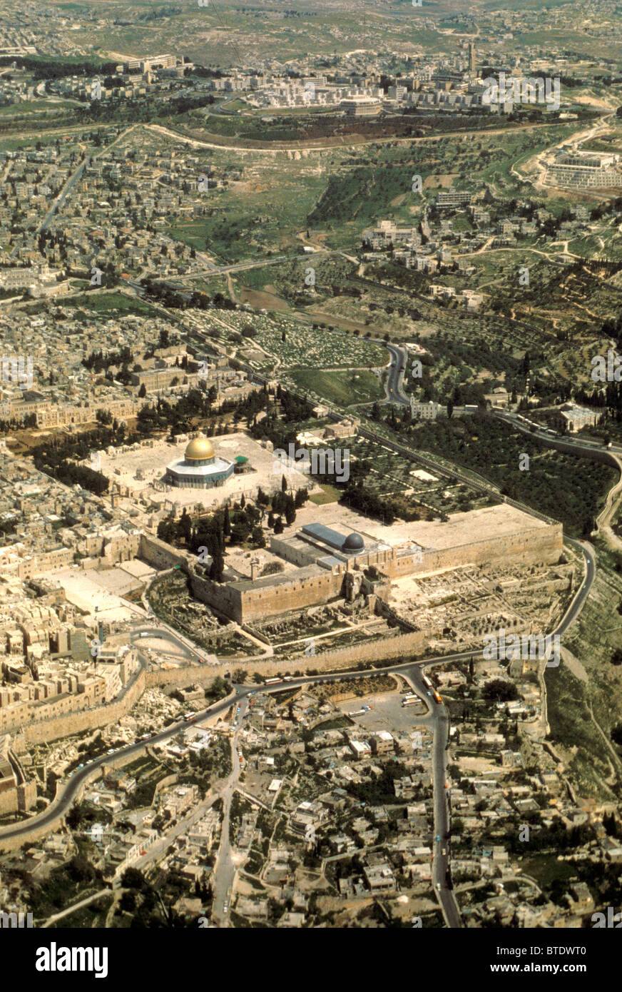 5300. Jerusalem - aerial view from the south. The Temple Mount with the Dome of the Rock is in the centre of the - Stock Image