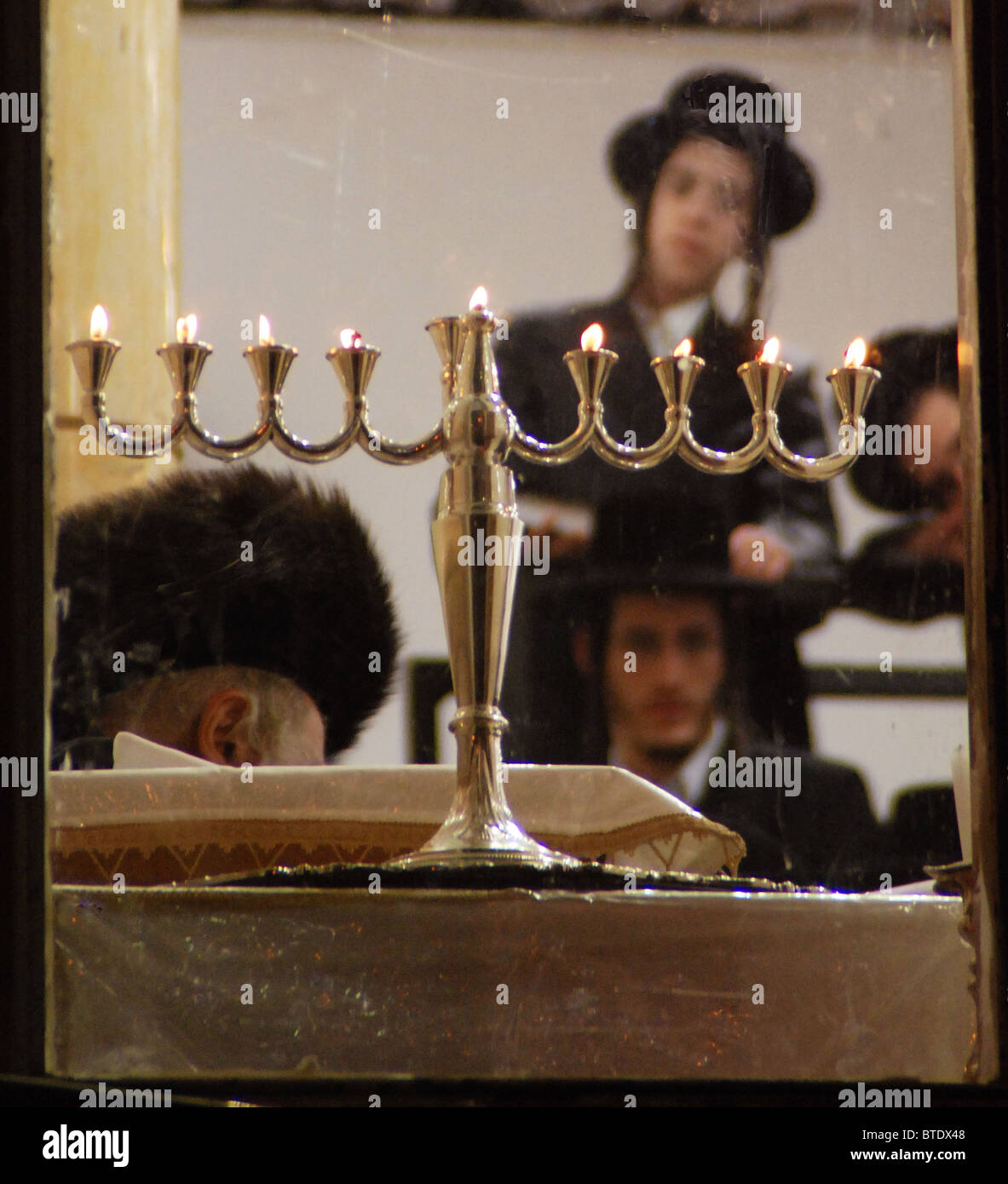 5388. THE CUSTOM OF PLACING THE HANUKKA LIGHTS BY THE WINDOW IN ORDER TO ANOUNCE THE 'MIRACLE OF HANUKKA' - Stock Image
