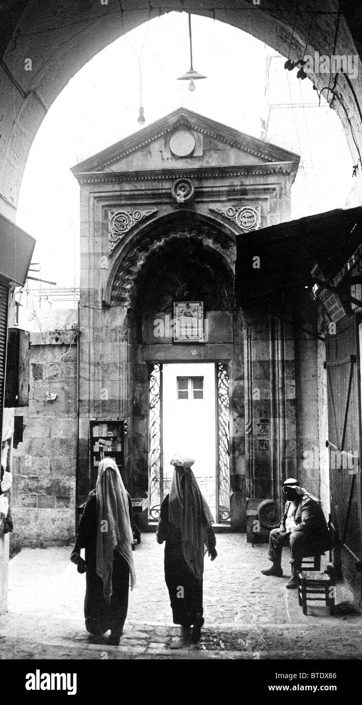 5456. Jerusalem street scene near the Mosque of Omar in the Old City. - Stock Image