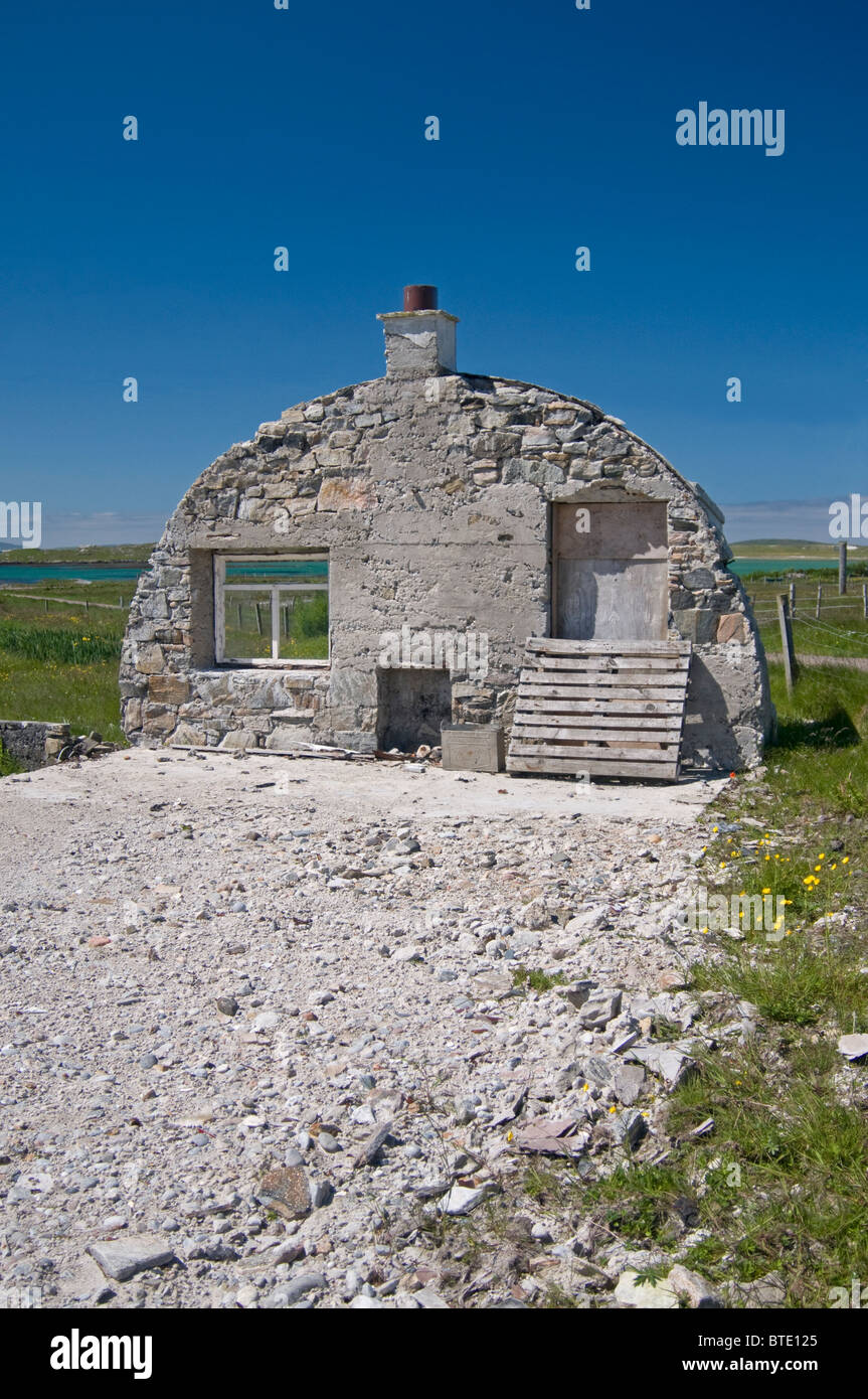 The recogniseable gable end remains of a Nissen hut, Isle of  Berneray, Outer Hebrides, Western Isles.  SCO 6921 - Stock Image