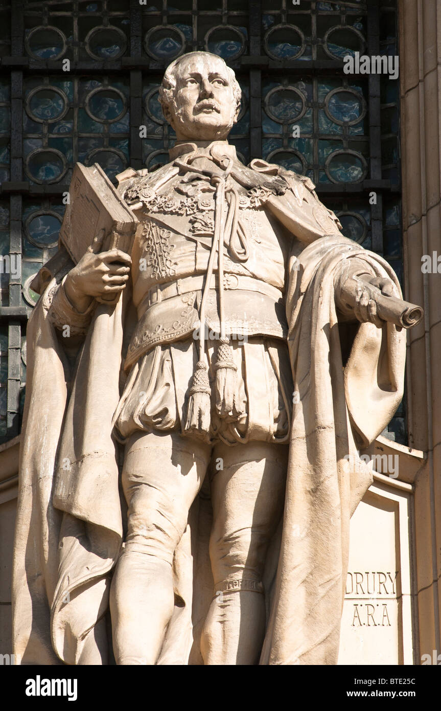 Stone statue of Prince Albert on the exterior of the V&A Museum in South Kensington, London 2010 - Stock Image
