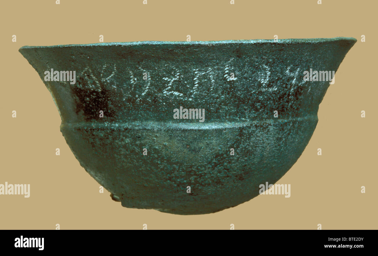 5362. Bronze bowl dating c. 6-5th C. BC bearing an Aramaic inscription. It is a kind of offering vessels used in - Stock Image