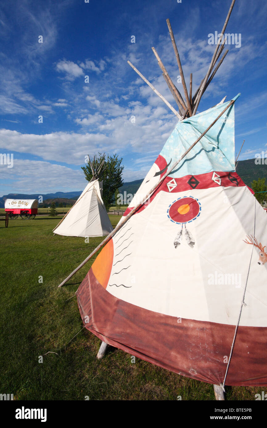 Tipis at Log Barn on route 97A (British Columbia) - Stock Image