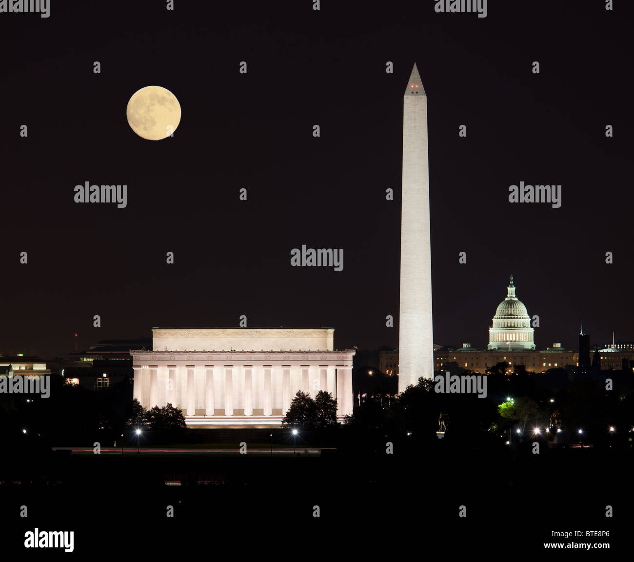 Full Harvest moon rising above the Lincoln Memorial with