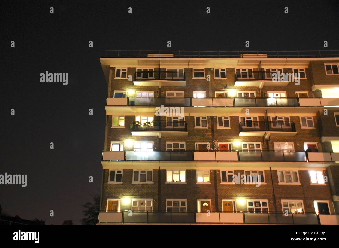 Apartment building at night - Stock Image