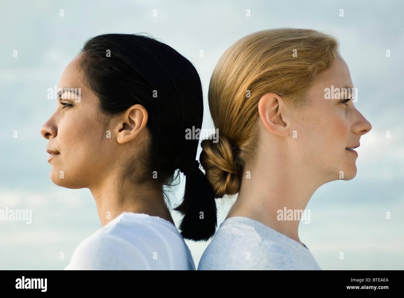 Women back to back, portrait - Stock Image