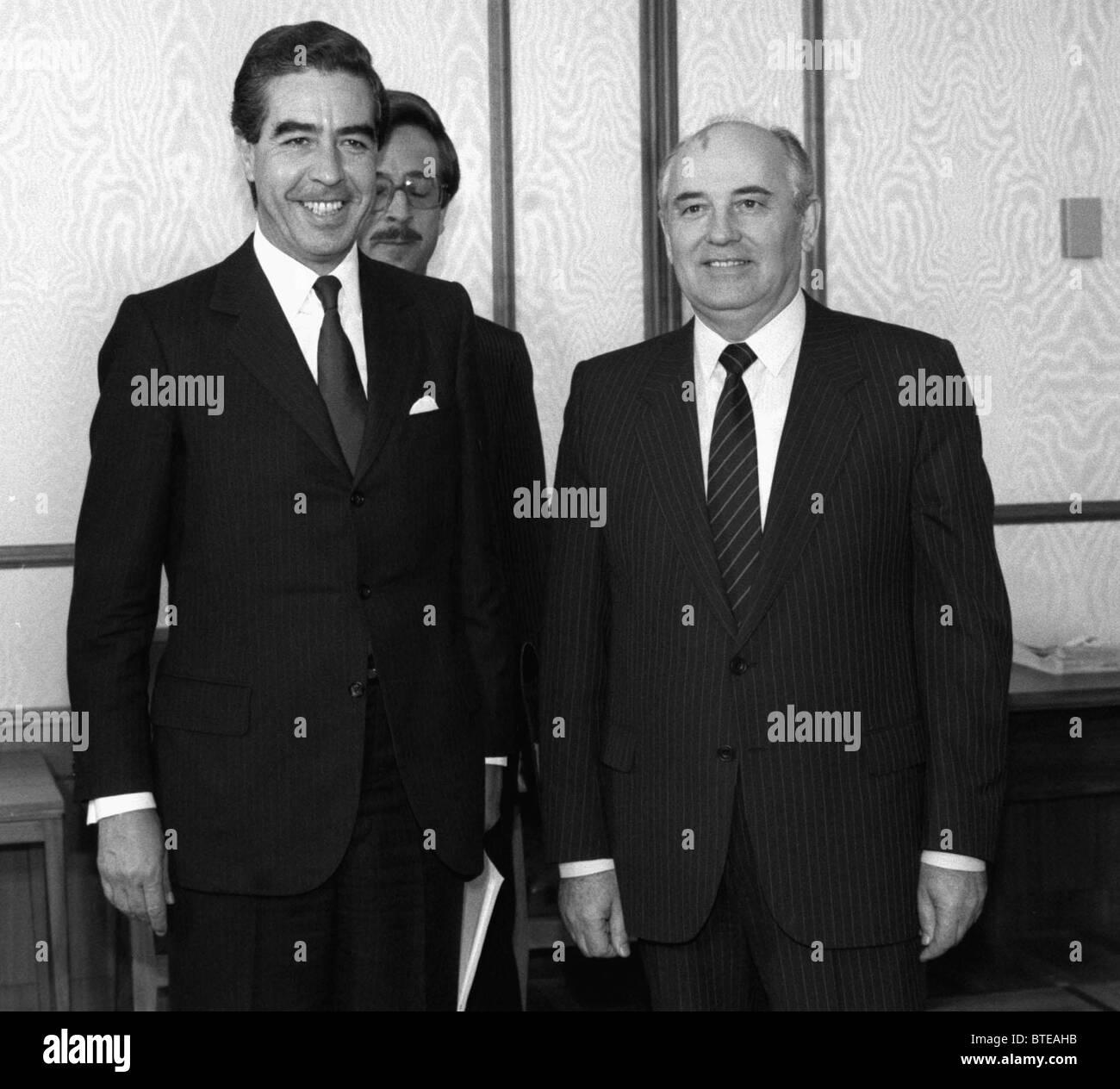 Mikhail Gorbachev and Bernardo Sepulveda Amor, 1987 - Stock Image