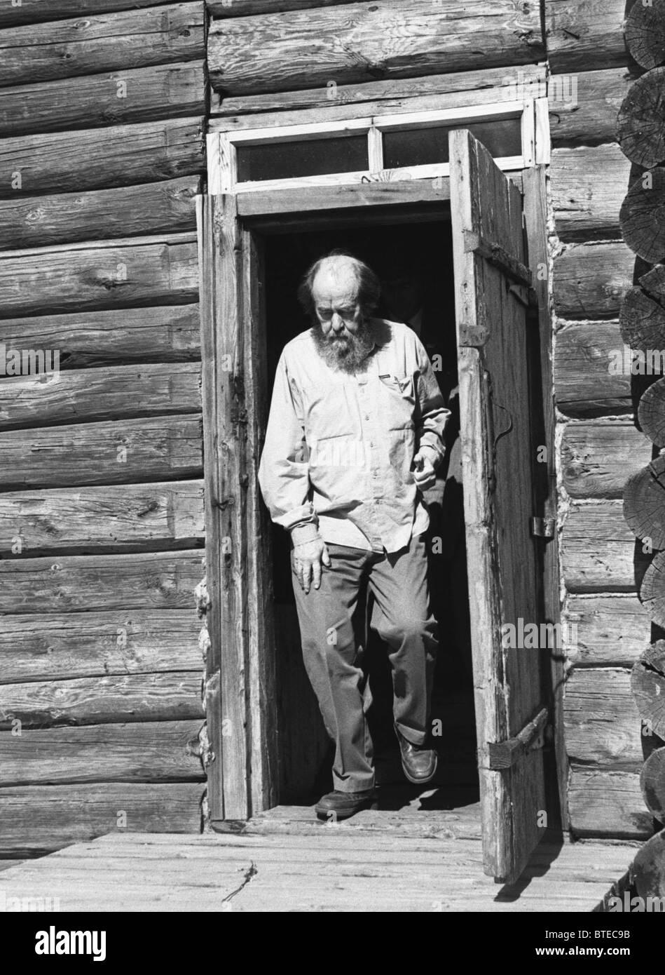 Russian writer Alexander Solzhenitsyn visits Matryona Zakharova's house, 1994 Stock Photo