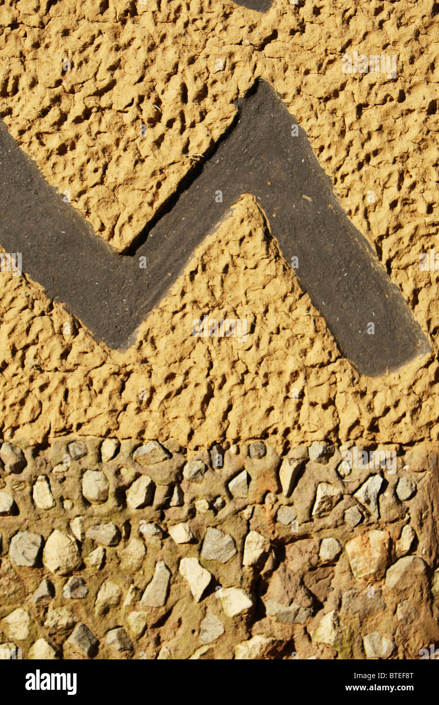 Zigzag pattern on a kraal wall - Stock Image
