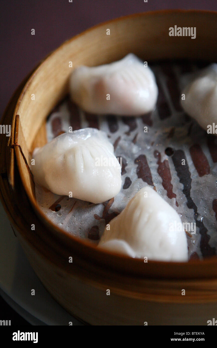 Chinese dumpling flour dim sum bamboo steam healthy Asian pork chicken vegetable - Stock Image