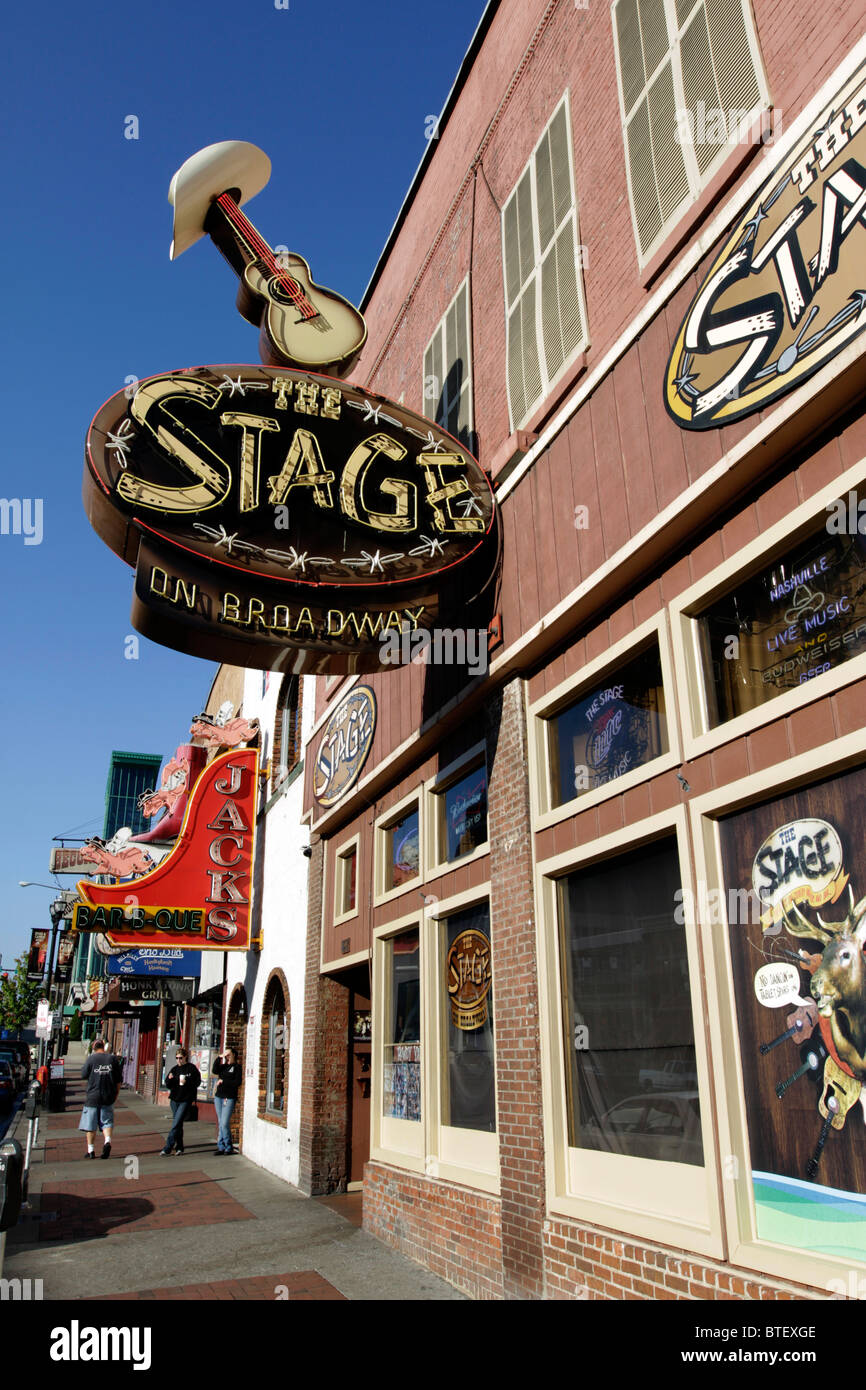 Establishments offering live music on Broadway in the historic district of Nashville. - Stock Image