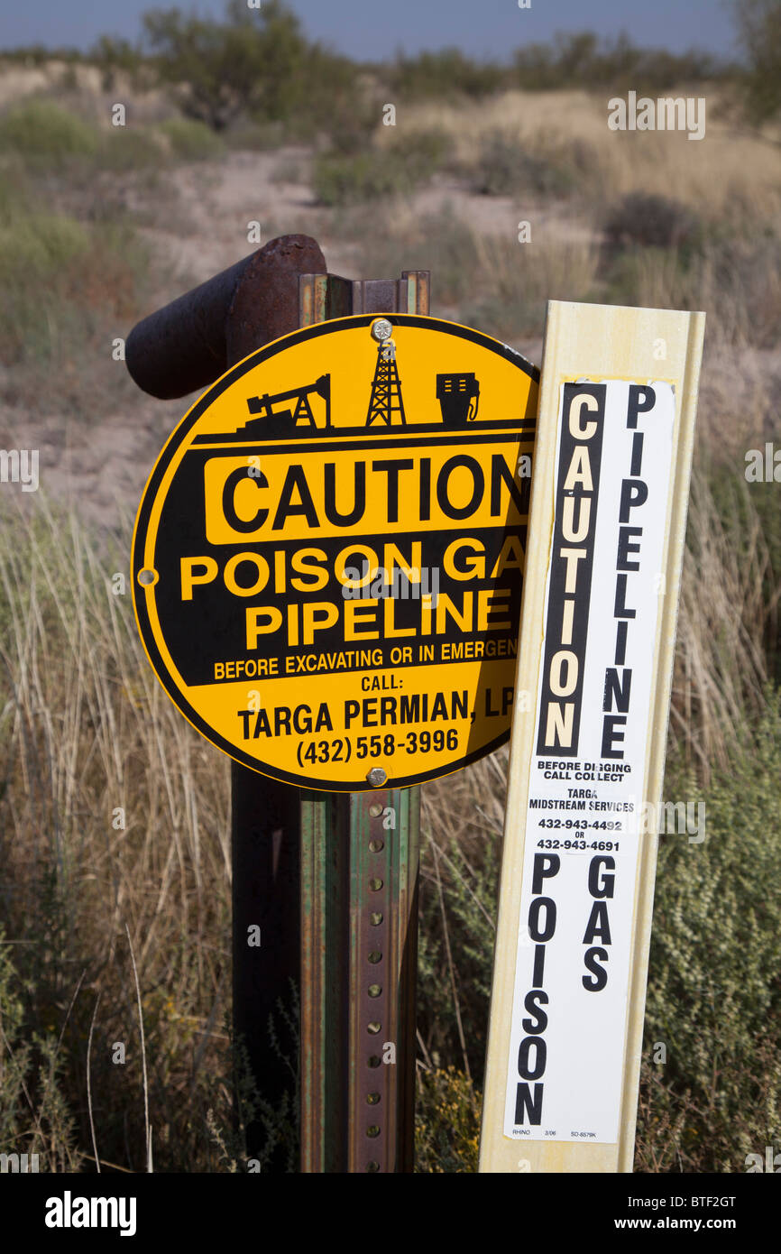 Grandfalls, Texas - A sign warns of an underground natural gas pipeline in west Texas. - Stock Image