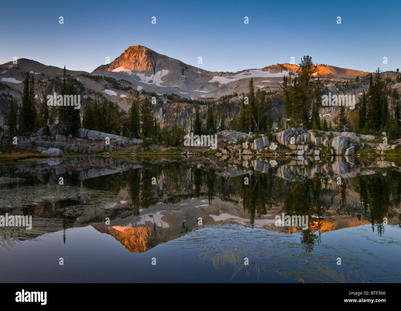 Eagle Cap mountain and Sunshine Lake at sunrise; Lakes Basin, Eagle Cap Wilderness, Wallowa Mountains, northeastern - Stock Image