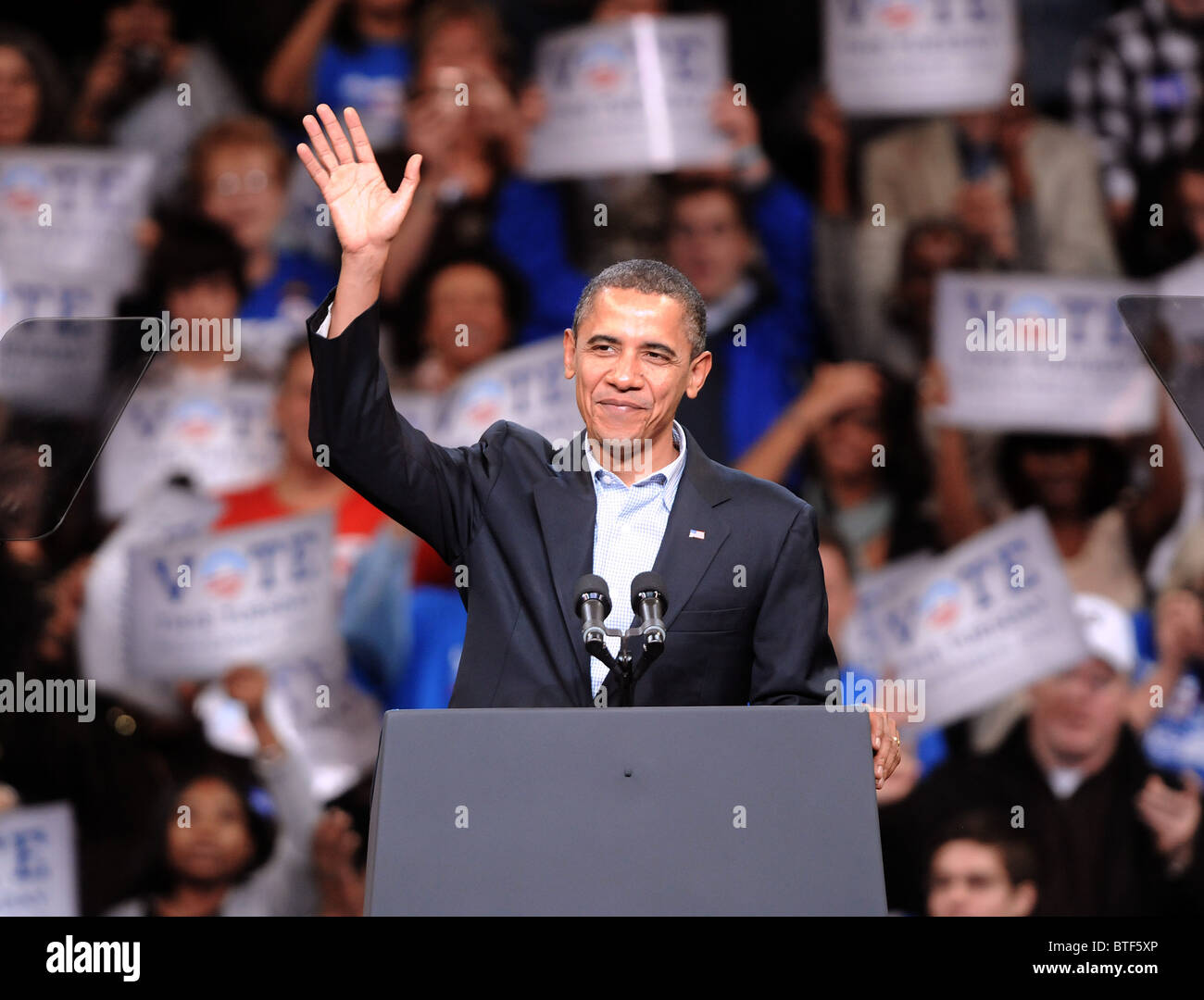 President Barack Obama greets the crowd before speaking at a rally supporting Connecticut Democratic Candidates - Stock Image