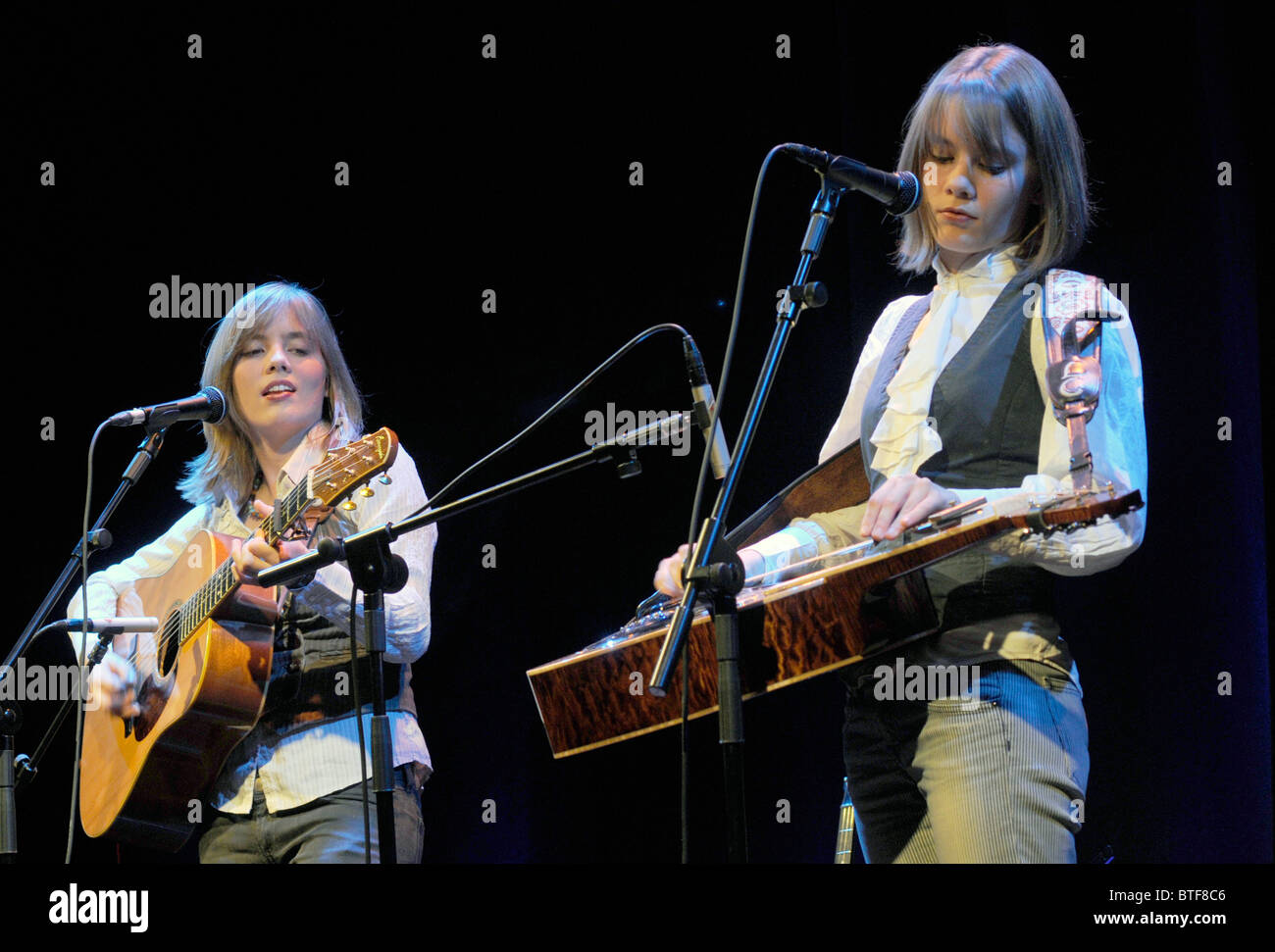 The Carrivick Sisters, 2010 BBC 2 Young Folk Award Finalists, play at the IGF festival at Kings Place, London Stock Photo