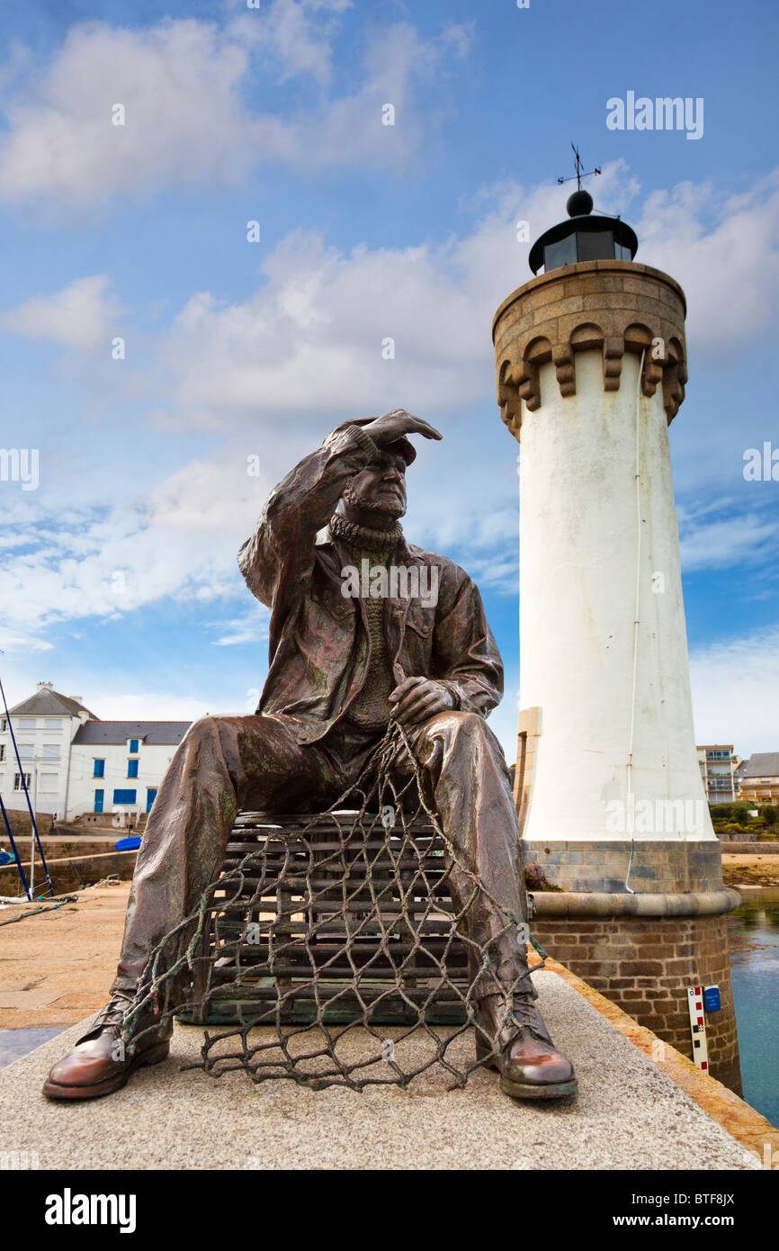 Fisherman statue and lighthouse in the harbour at Port Haliguen, Morbihan, Brittany, France, Europe - Stock Image