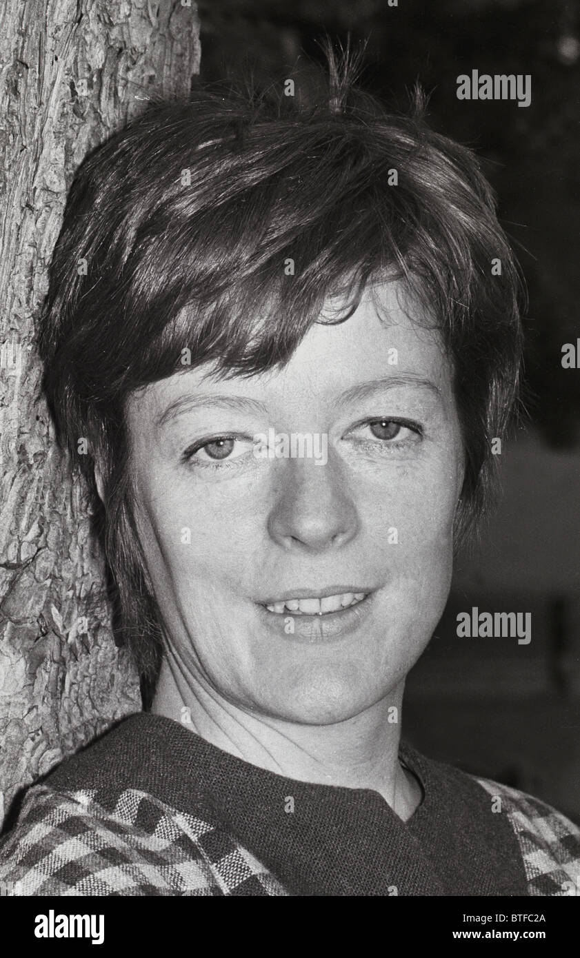 Maggie Smith (born 1934) Maggie Smith (born 1934) new photo
