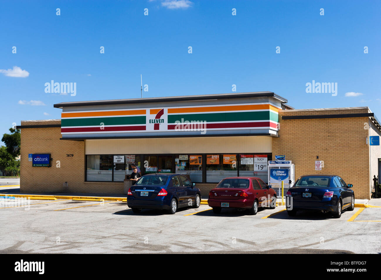 A 7-Eleven convenience store on International Drive, Orlando, Central Florida, USA - Stock Image
