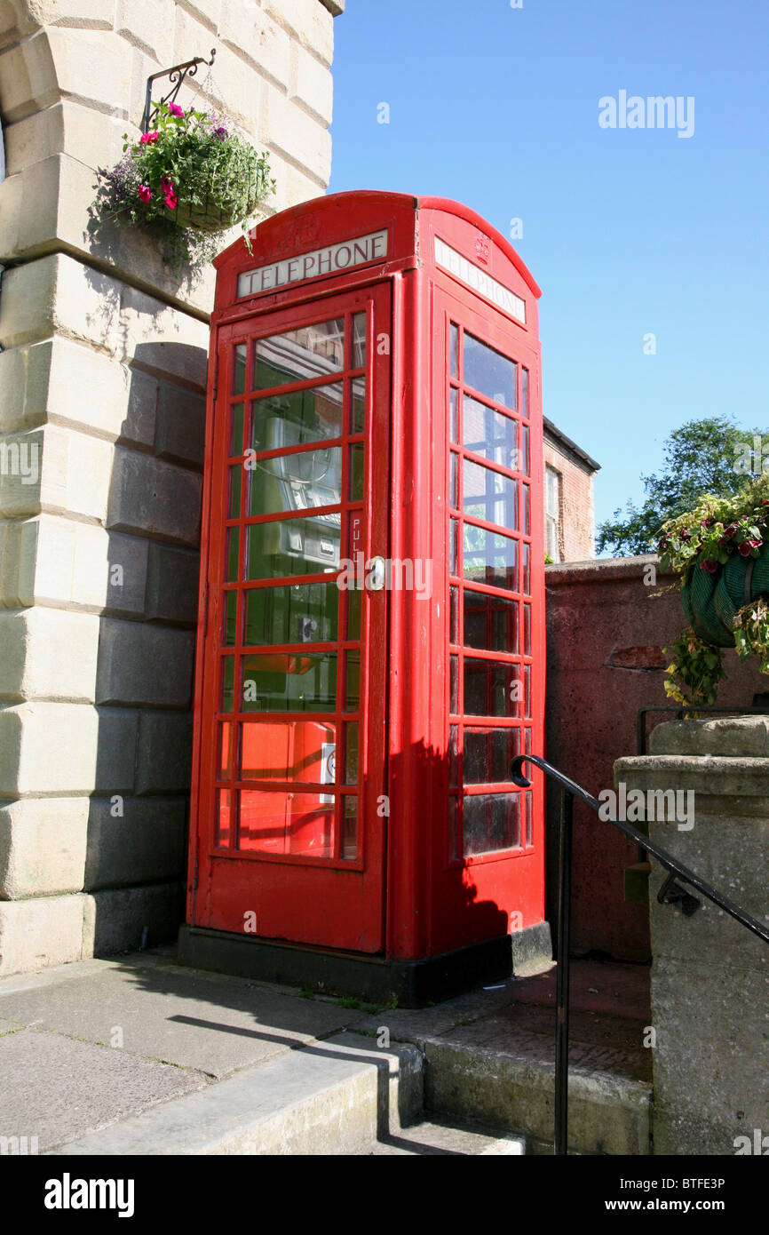 Traditional red public telephone box - Stock Image