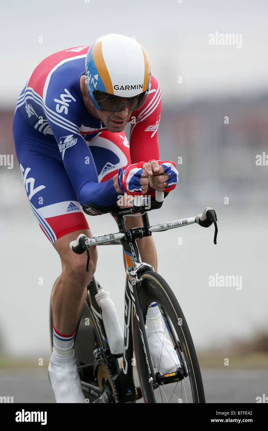 David MILLAR of Great Britain racing to 2nd place in the Elite Men s Time  Trial race 73743e02d