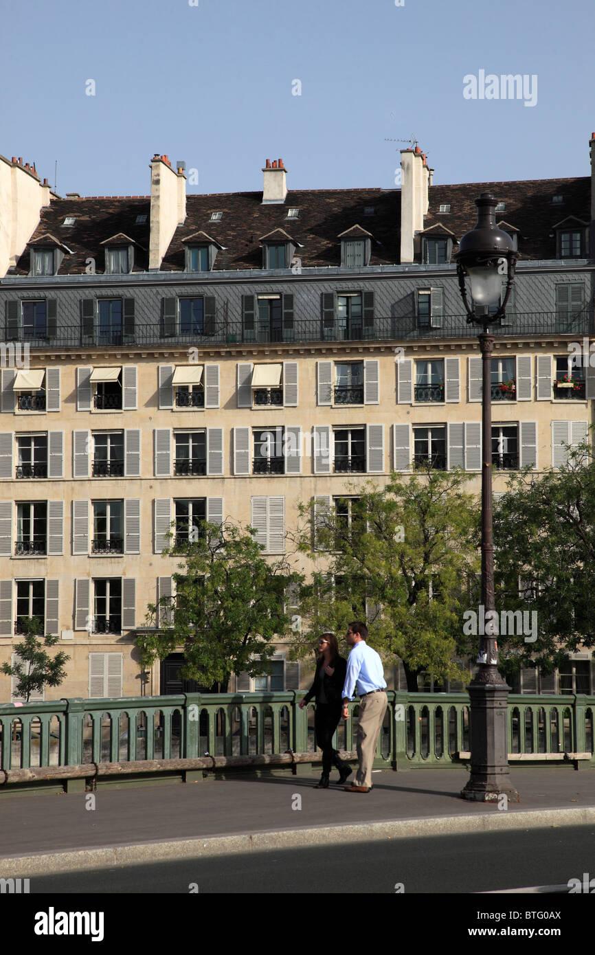 France, Paris, Ile St-Louis, Quai de Bethune, Pont de Sully, - Stock Image