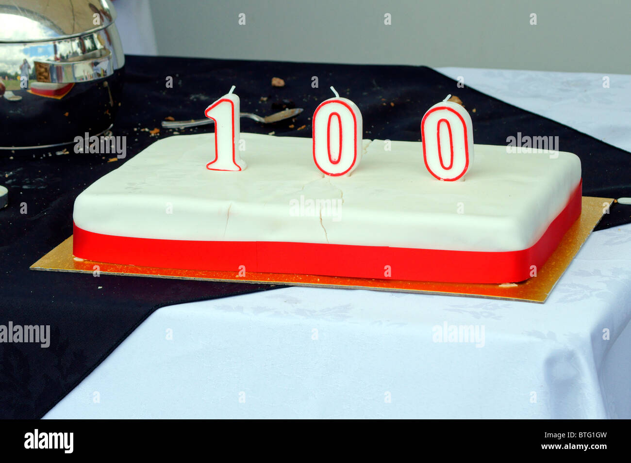 THE CELEBRATION CAKE 100 YEARS OF FLYING SOUTHAMPTON AIRPORT? - Stock Image