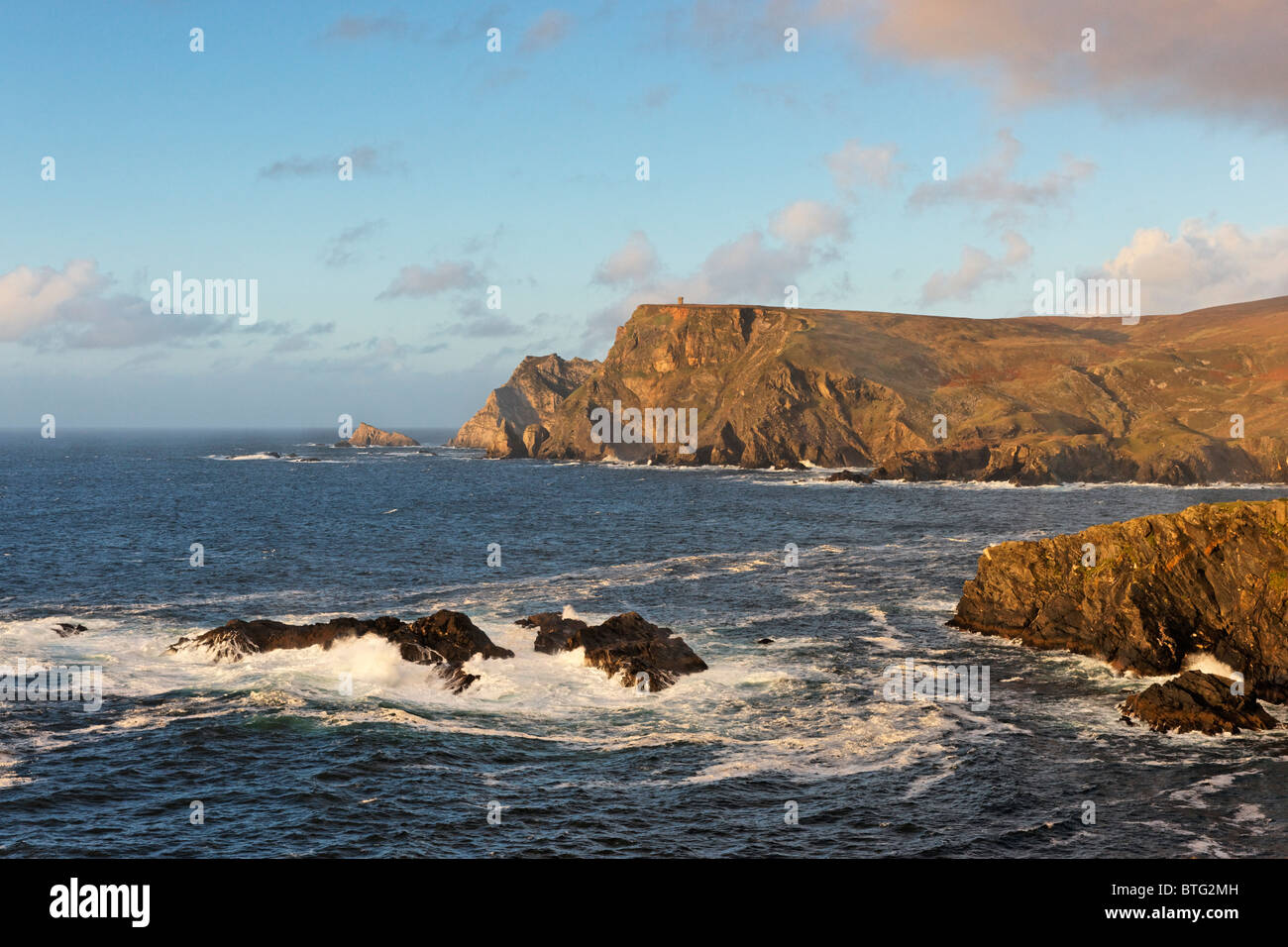 Cliffs above Glen Bay, Glencolmcille, County Donegal, Ulster, Ireland. - Stock Image