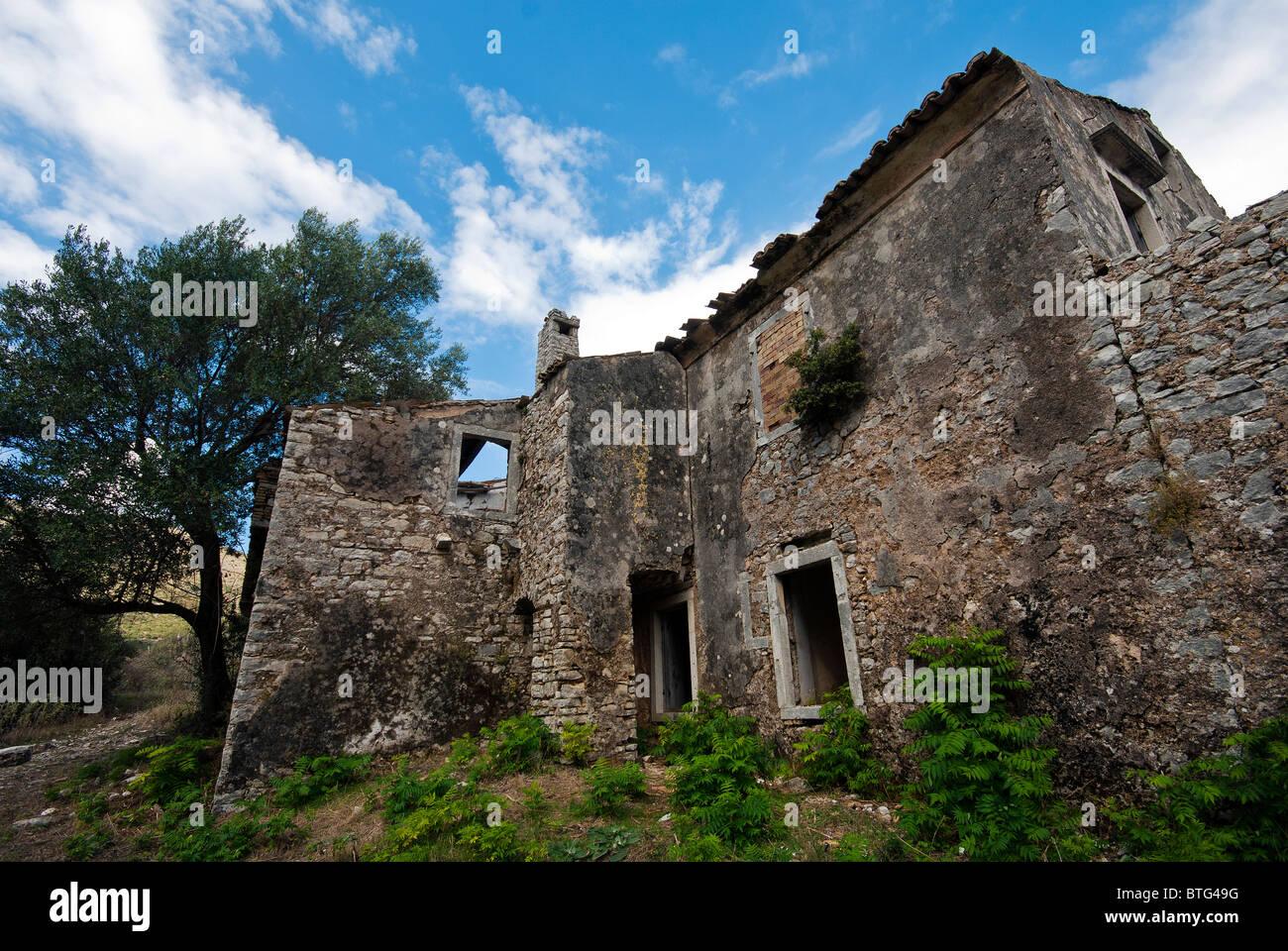Derelict House in Perithia Village, Corfu, Ionian Islands Greece. - Stock Image
